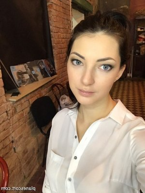 Ilyne escorte girl